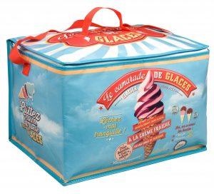 Kylväska med läckert sommarmotiv. Finns hos Magasin 11. Väskan heter Kylväska camarde de glace familjesize.