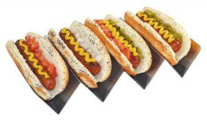 Hot Dog prep korvställ med plats för fyra korvar. Finns att köpa hos Magasin 11, en butik med roliga dinerprylar och retroprodukter.
