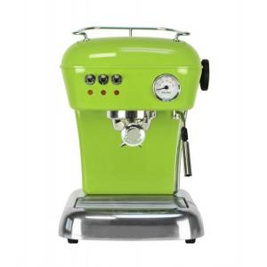 Pistaschfärgad espressomaskin i retrostuk.