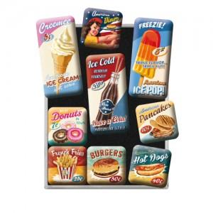 Set med nio kylskåpsmagneter, försedda med retromotiv (fokus på mat och dryck). Magneterna finns hos Magasin11.
